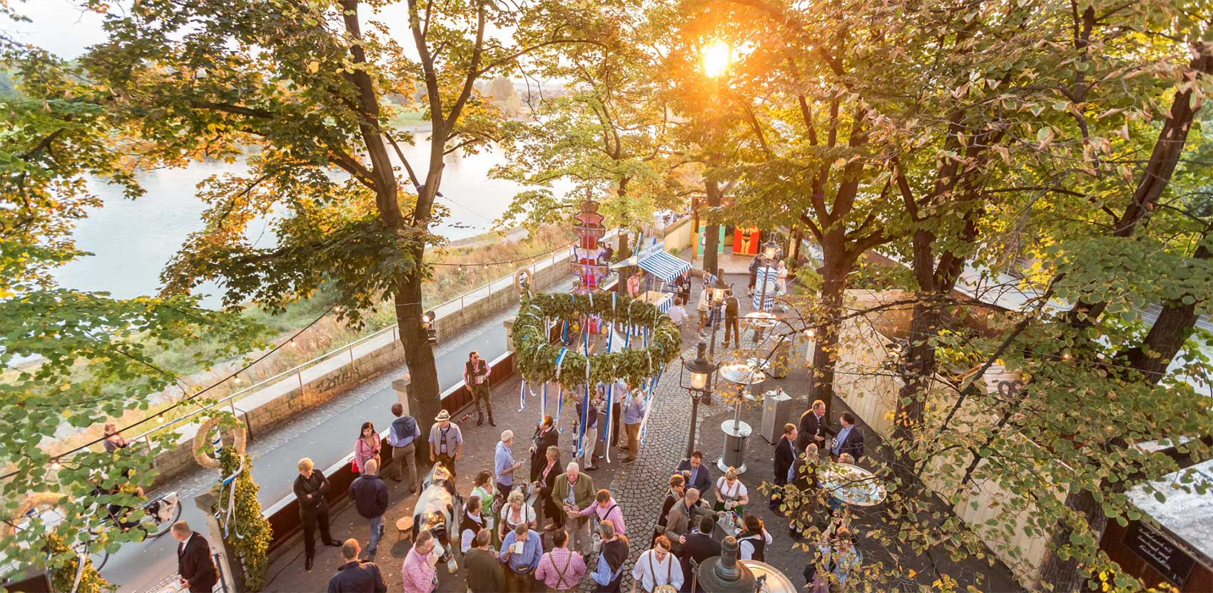 lange_und_soehne_dealer_conference_intro_oktoberfest